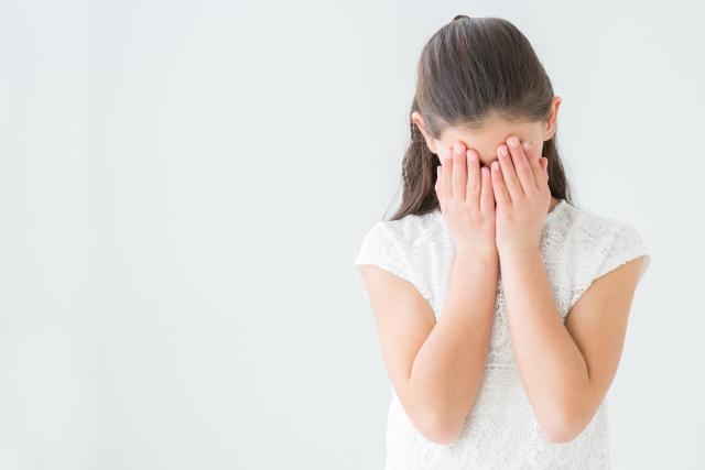 テストは全部100点なのに通信簿オール3!担任「なぜかわからない?だから駄目なの」→父が激怒、学校へ電話かけると…