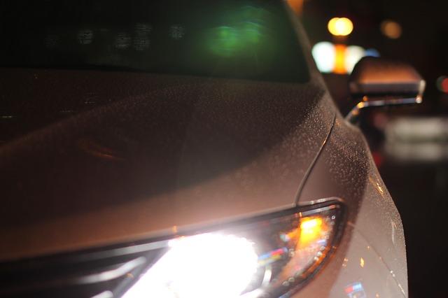 彼女が初心者マークを付けた車を運転していると、追い越し禁止の道で後ろの車がかなり煽ってきたので…