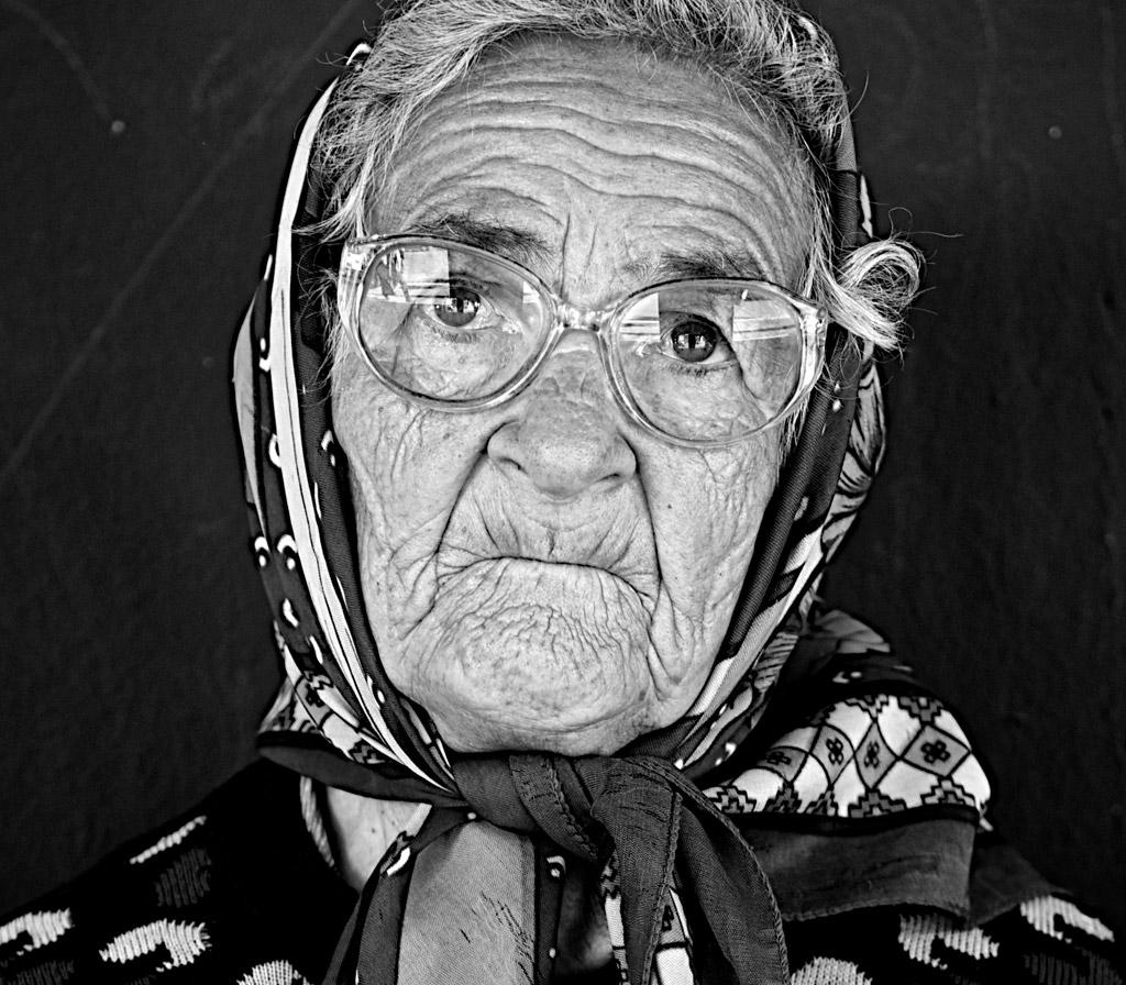 近所の皆に好かれてるおばあちゃんがいた。しかし、ある日事件が…